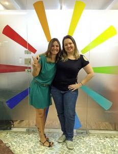 Lia Caldas e Mimi Bouhid na porta da Subito Creative.