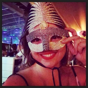 Baile de máscaras em Saquarema. Dancei até rasgar o vestido!