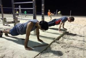 Pedro e Ned malhando na praia do Leblon